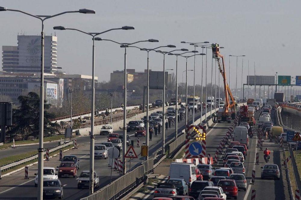 PREVRNUO SE AUTO NA GAZELI: Povređeno dvoje dece