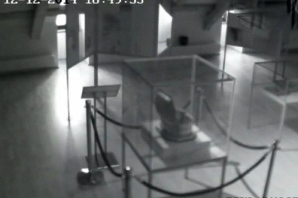 (VIDEO) MISTERIJA Duh snimljen u palati u kojoj su nacisti mučili i ubijali