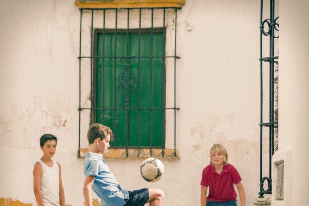 Facebook Deca-igra-fudbal-foto-profimedija-1424871041-620071