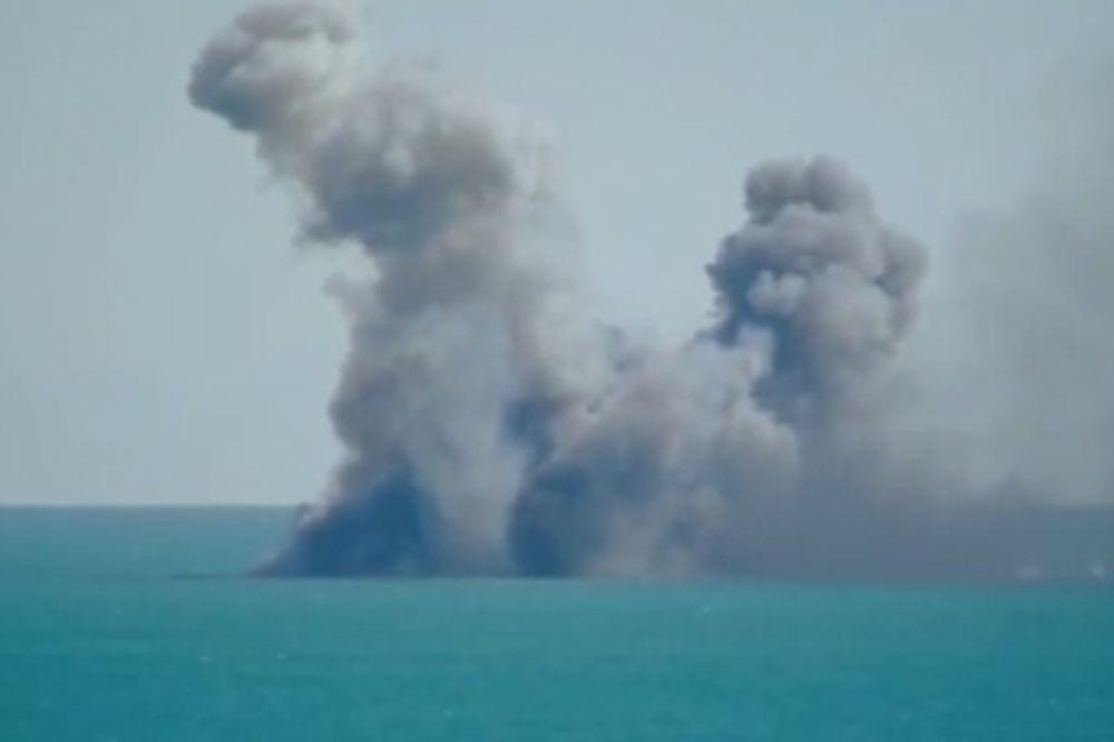 IRAN POTOPIO AMERIČKI NOSAČ: Snimak uništenja 200 metara dugog broda! Ali nije sve kao što izgleda