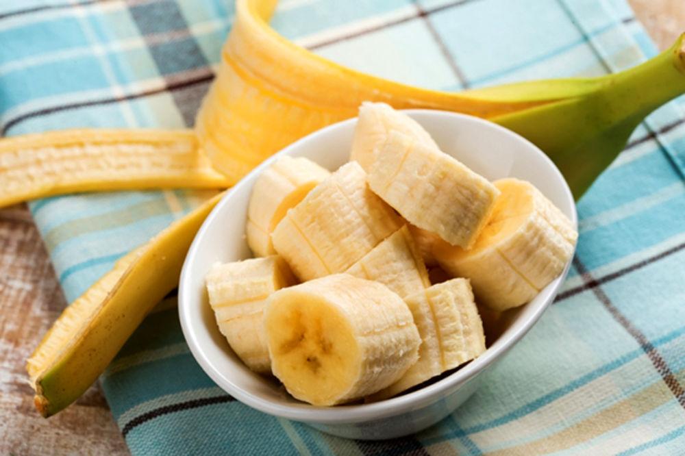 Protiv bora, akni i virusnih bradavica: Sjajne upotrebe kore od banane!