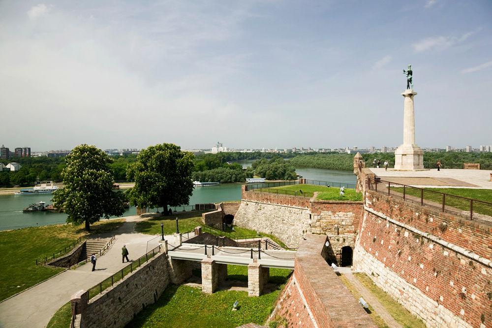 PRVI BEOGRADSKI MANIFEST: Srbija u malom na Kalemegdanu