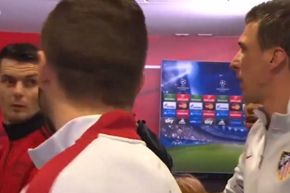 (VIDEO) DRUGARSKA ĆUŠKA: Pogledajte kako je Mandžukić iznenadio Spahića