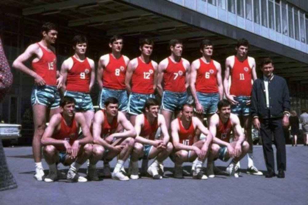 (VIDEO)  BILI SU PRVACI SVETA: Evo šta su vozili košarkaši 1970.
