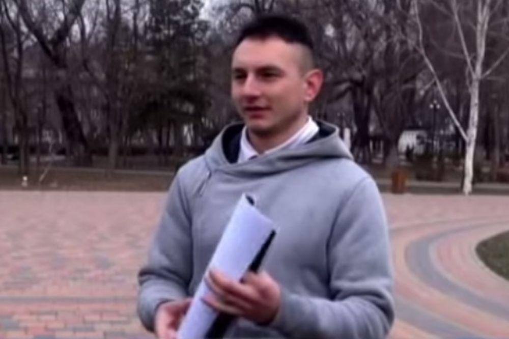 (VIDEO) TRAŽI ISKRENU I NORMALNU ŽENU: Ovaj momak prodaje svoju nevinost za 2.000 evra