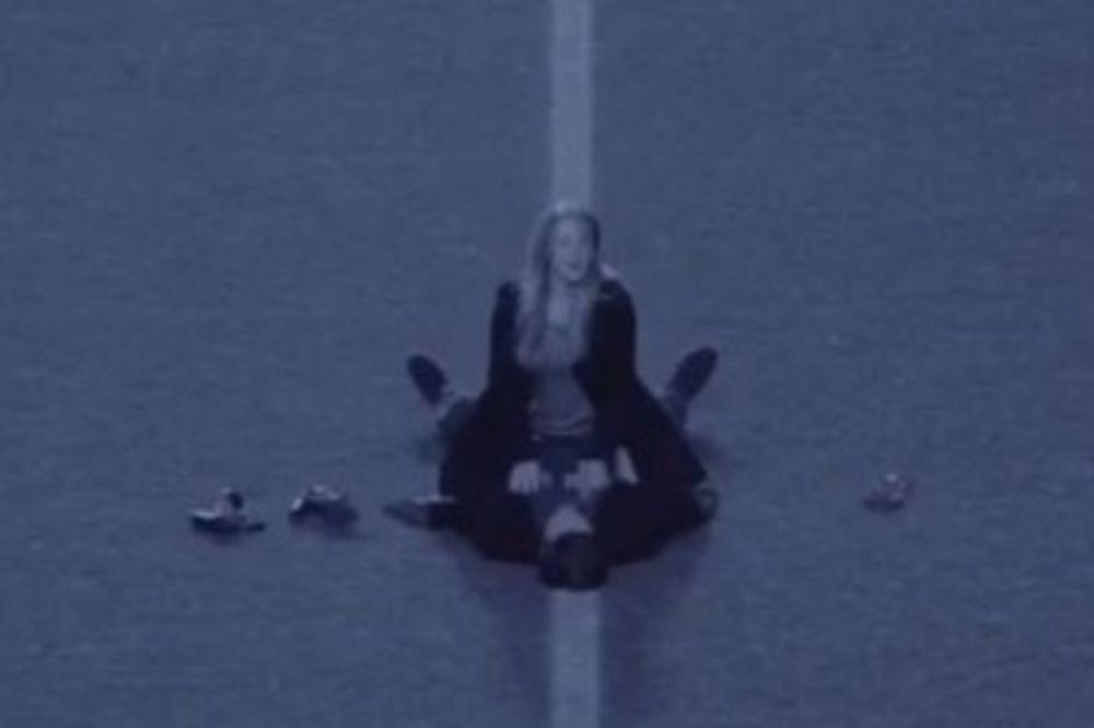 (VIDEO) PRŠTALO NA SVE STRANE: Ovako izgleda seks na centru stadiona Čarltona