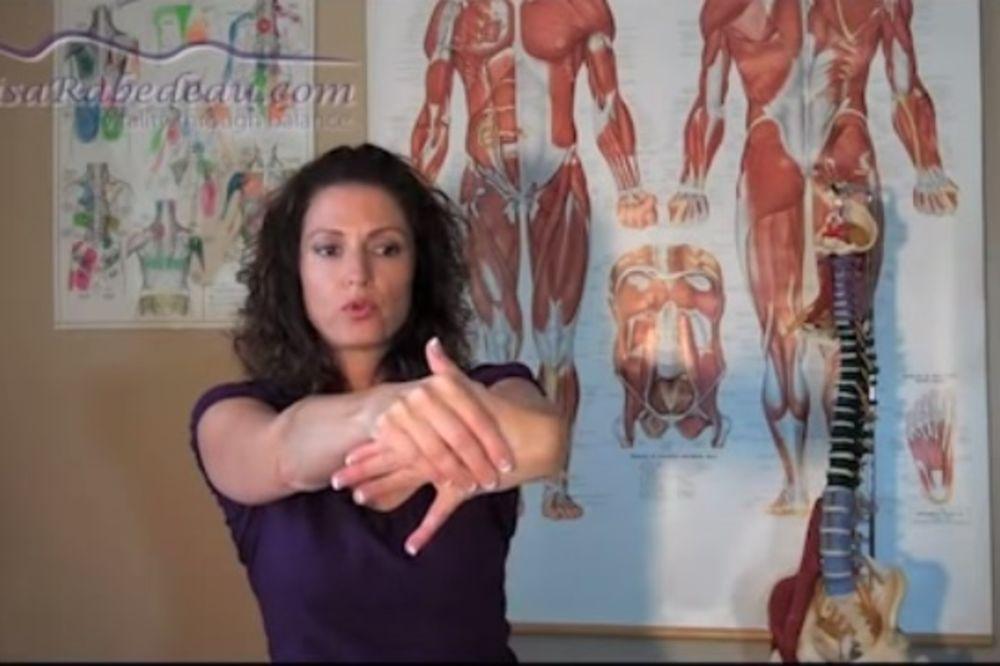 (VIDEO) POMOZITE SEBI: Ako previše koristite kompjuter i bole vas šake, ove vežbe će vam pomoći