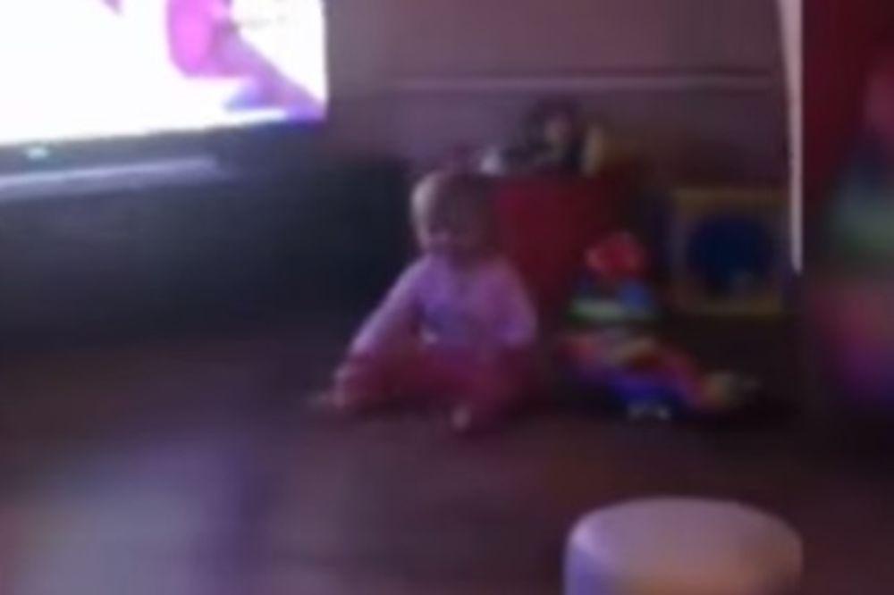 (VIDEO) RODITELJI SE IZBEZUMILI: Devojčicu (1) oborila nepoznata sila!