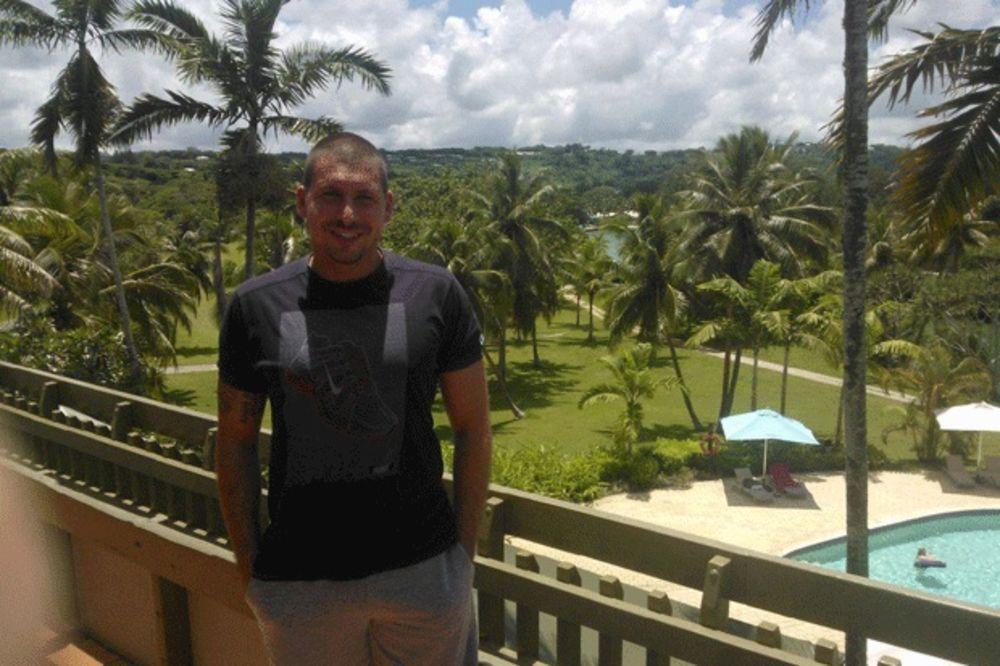 (VIDEO) SRBI IGRAJU I NA KRAJU SVETA: Bivši golman Zvezde brani na ostrvcetu u Pacifiku