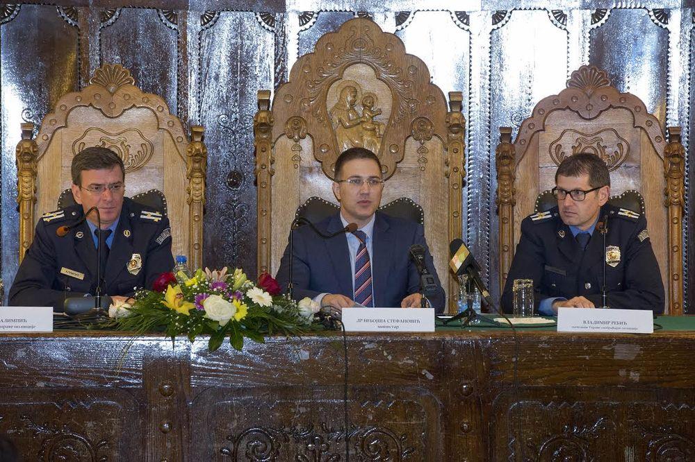 Stefanović: U policiji neće biti mesta za one koji šuruju s kriminalcima!