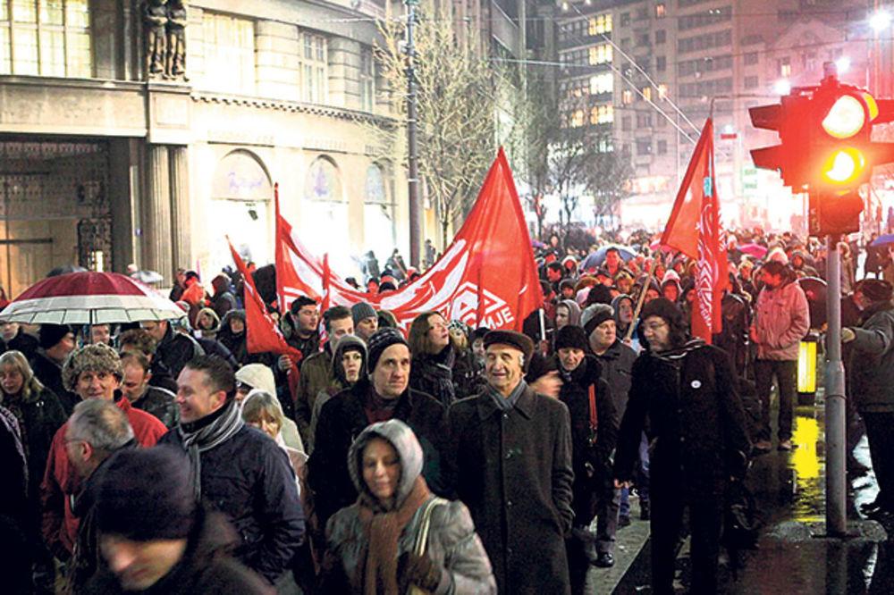 Prosvetarima manje plate zbog štrajka!
