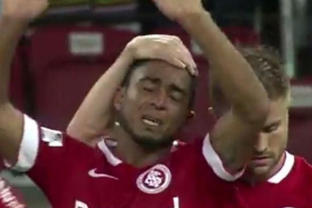 (VIDEO) NIJE MOGAO DA SE SUZDRŽI: Nećete verovati zašto se rasplakao brazilski fudbaler