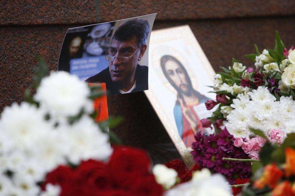ISTRAGA UTVRDILA: Nemcov ubijen iz pištolja marke Makarov!