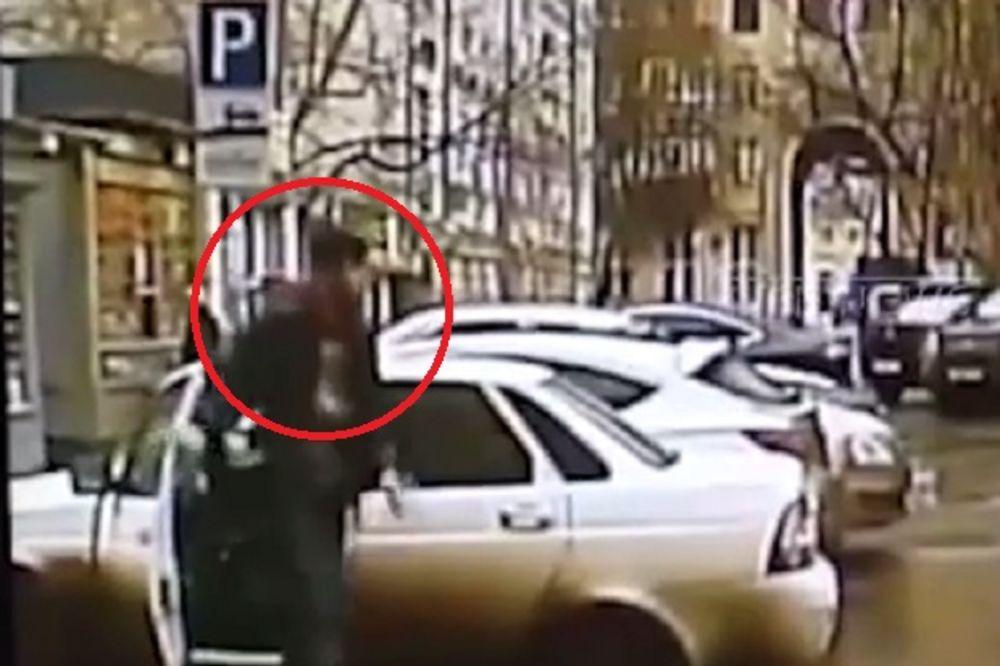 (VIDEO) RUSKI OPERATIVCI ANALIZIRAJU SNIMAK: Ko je čovek koji izlazi iz lade smrti?