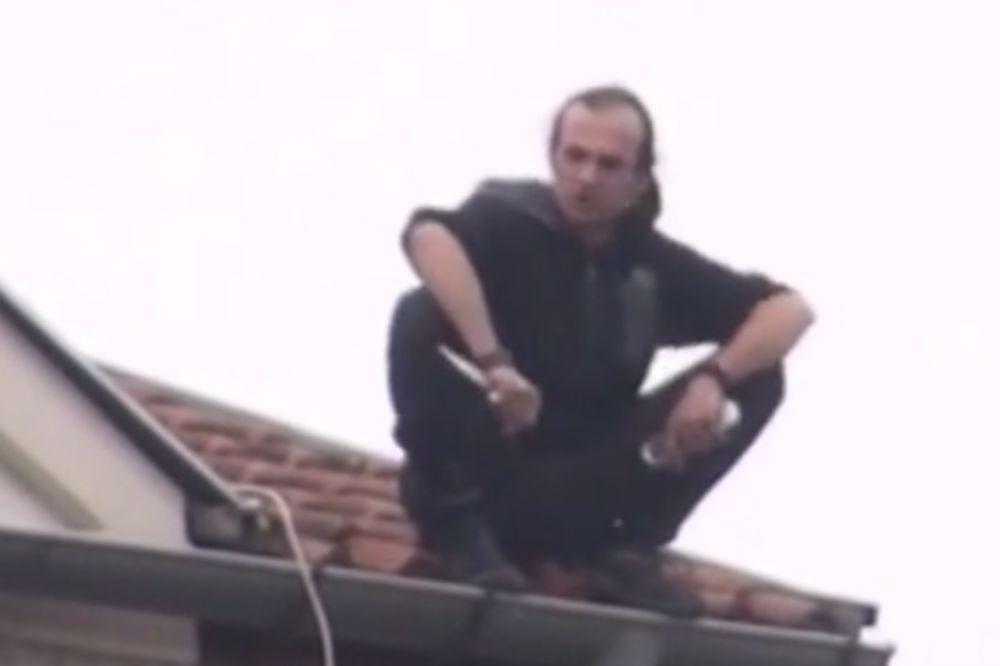 (VIDEO) OKONČANA DRAMA U SVILAJNCU: Muškarac sišao sa zgrade sa koje je pretio da će skočiti!