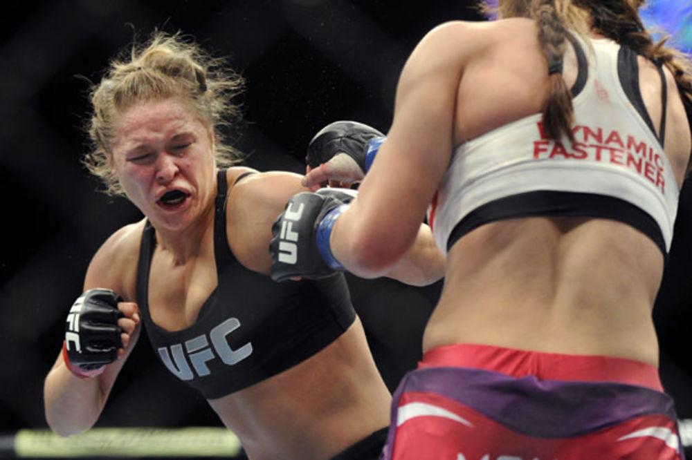 (VIDEO) BORBA KOJA JE ZADIVILA SVET: Ronda Rouzi isprebijala protivnicu za samo 14 sekundi!