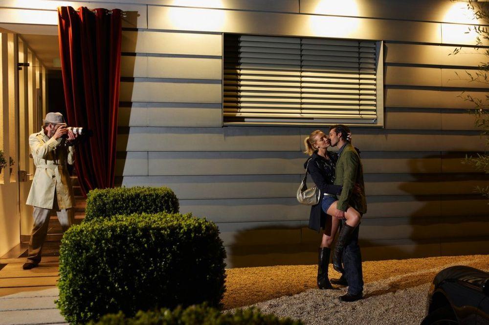 UMALO JE SRCE NIJE STREFILO: Mostarka (27) uhvatila majku u seksu sa mužem