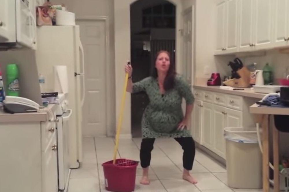 (VIDEO) Snimao je trudnu ženu kako sprema kuhinju, a onda je doživeo šok