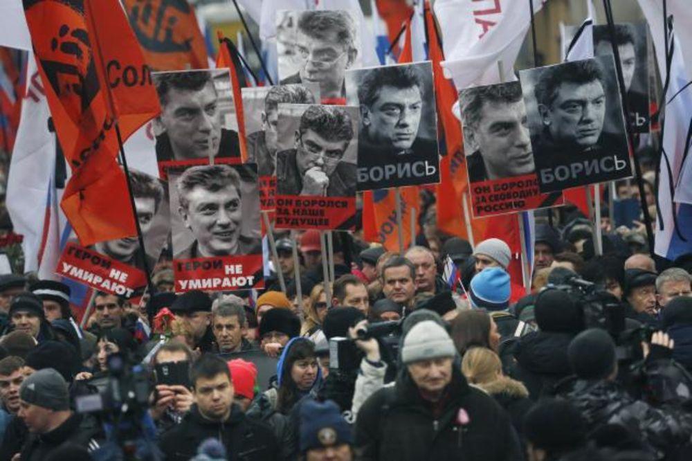 (VIDEO) UBISTVO NEMCOVA: Na maršu žalosti policija videla 21.000 ljudi, organizatori tri puta više