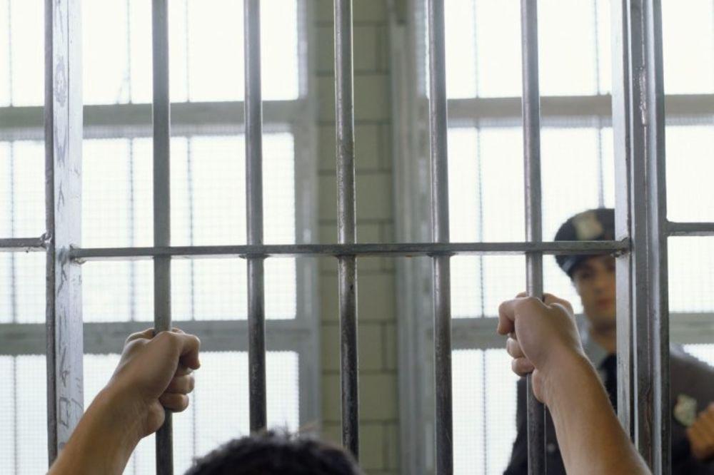 SVETOZAR MOLIO SUD DA GA POŠALJE IZA REŠETAKA: Sudija ne dajte me, hoću u zatvor! Ona je nimfomanka!