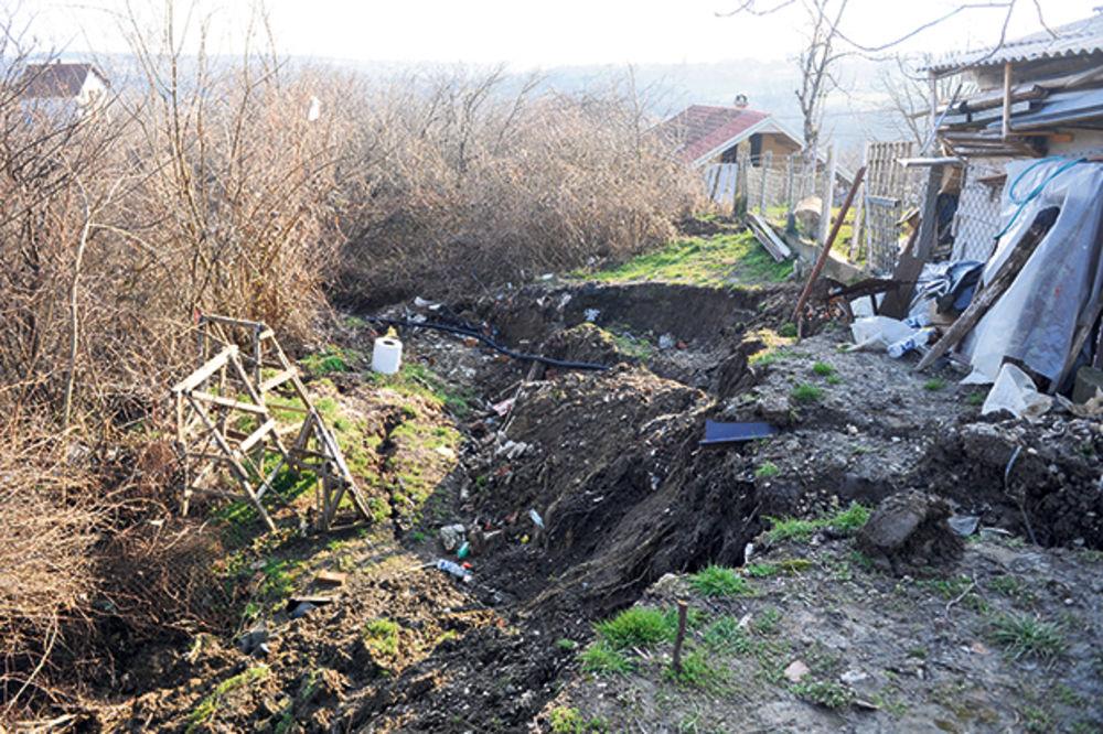 ALEKSANDROVAC: Evidentirano tridesetak klizišta, ugrožene tri porodice