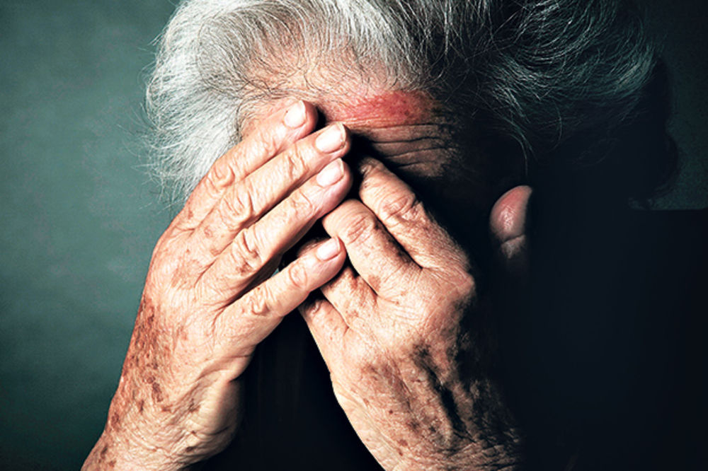 starica, pretučena žena, batine, silovanje, nasilje, žena, starija žena, stara ž