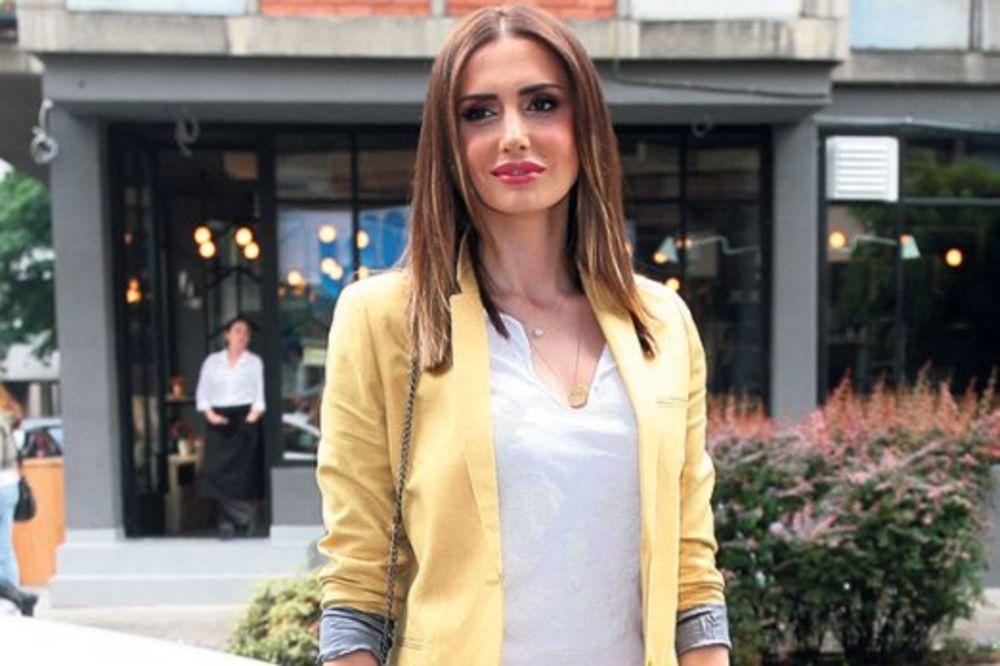 SKUPO: Emina Jahović se uselila u vilu od dva miliona evra