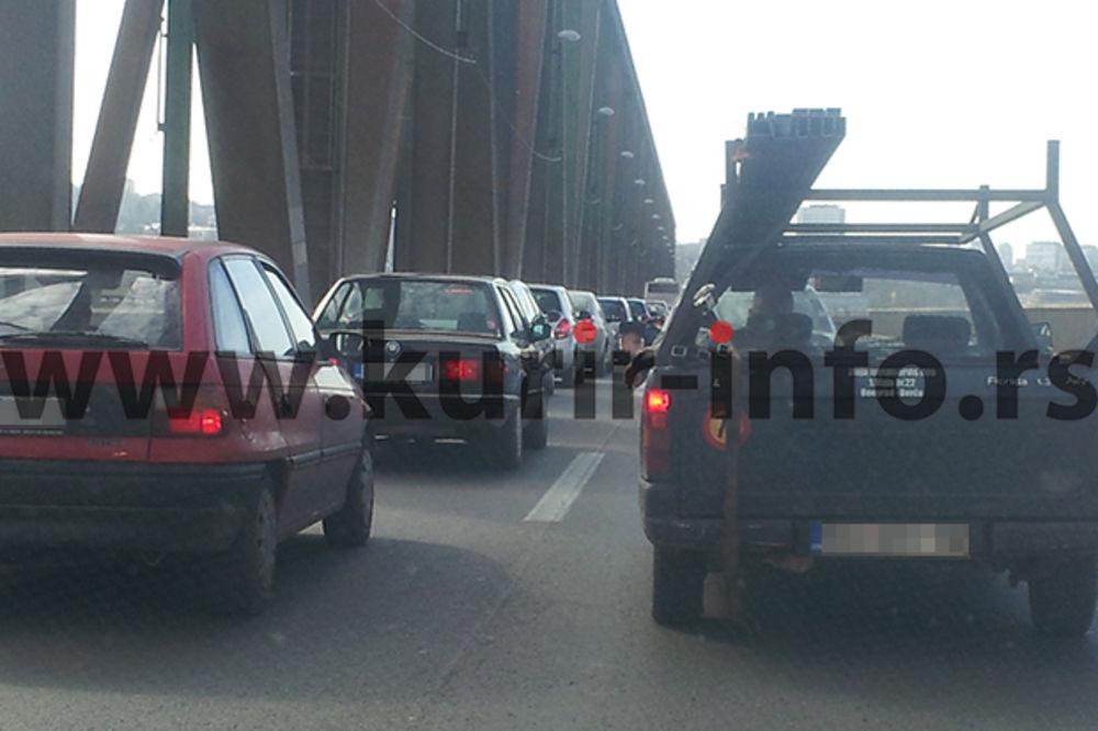 LANČANI SUDAR: Povređeno dvoje na Pančevačkom mostu