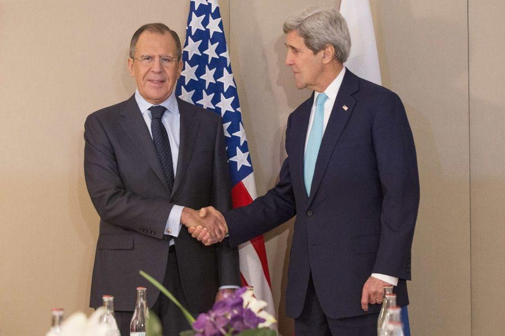 (VIDEO) NOVINARIMA NI REČI: Lavrov i Keri dvaput razgovarali o Ukrajini i zaobišli sedmu silu