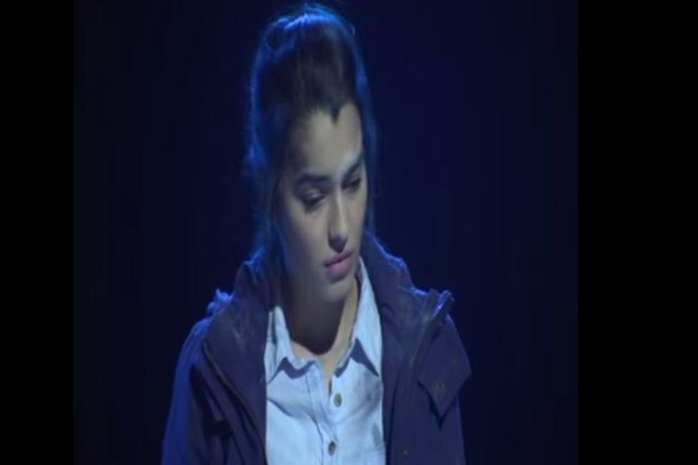 (VIDEO) DA SE NAJEŽIŠ: Prodavala žetone i živela u kampu, a onda je zapevala Tebi majko misli lete!