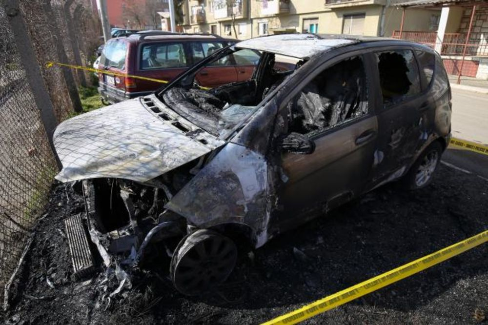 POŽAR U KOSOVSKOJ MITROVICI: Srbinu izgoreo merecedes