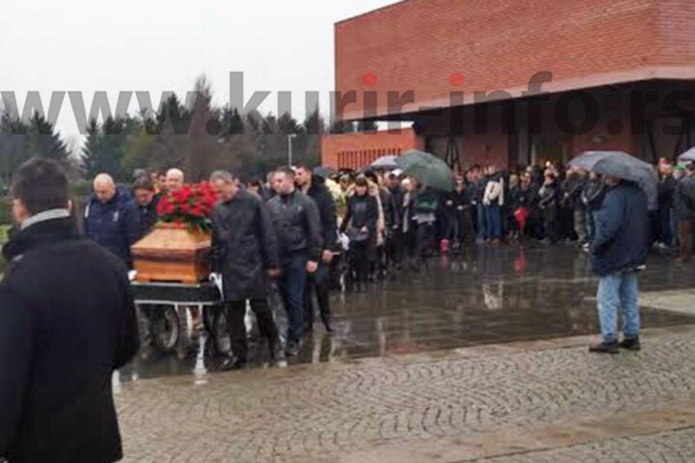 (FOTO) CEO NOVI SAD NA ISPRAĆAJU: Nenad i Jasmina Opačić sahranjeni uz tamburaše