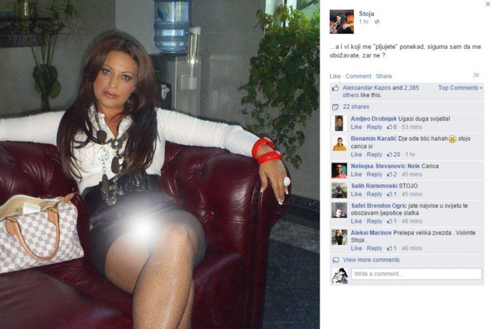 STOJO, NEŠTO TI VIRI ISPOD MINIĆA: Pevačica obukla prekratku suknju i fotku objavila na Fejsbuku