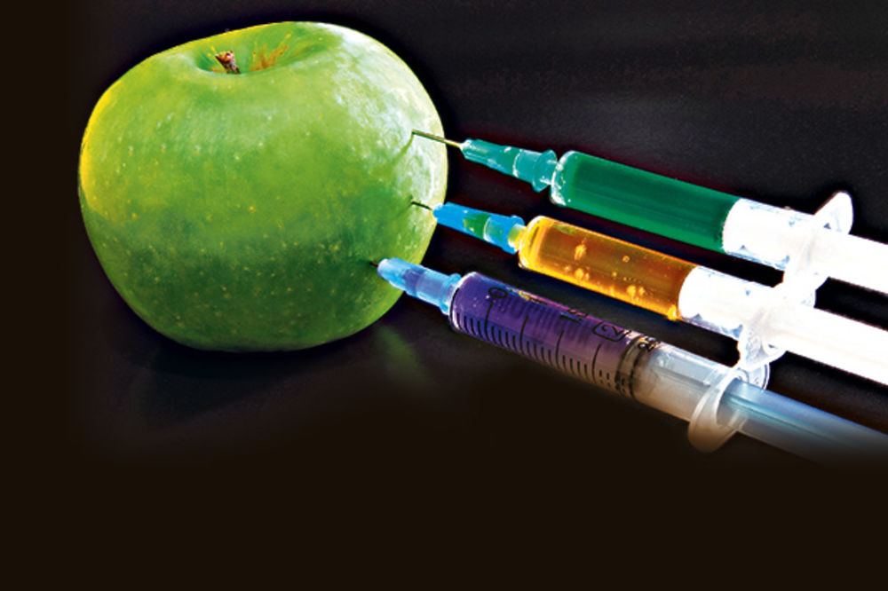 JEZIVO: Jedemo jabuke prepune otrova!