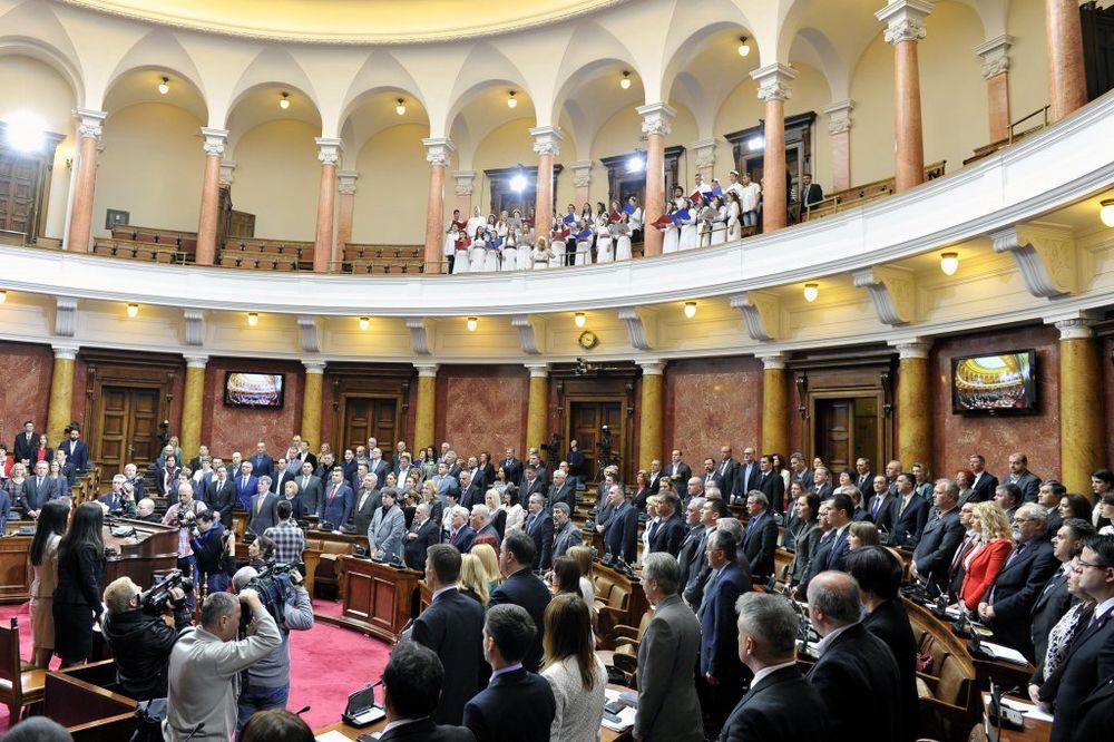 SKUPŠTINA SRBIJE: DS o Bleru, SNS o lobisti Albancu