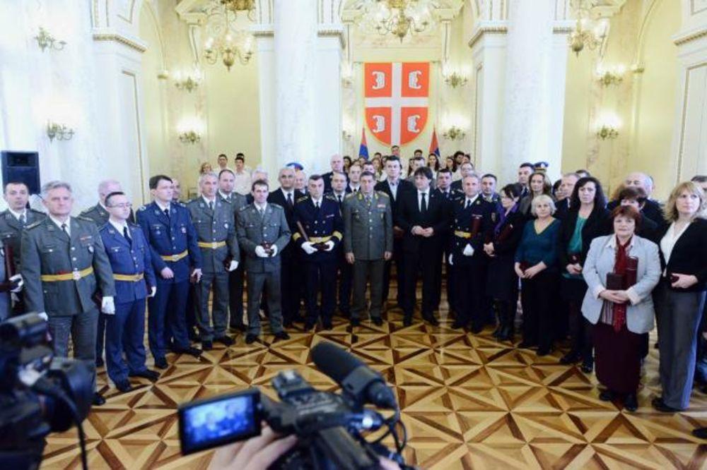 SVEČANOST U STAROM GENERALŠTABU: Gašić uručio zlatne i srebrne medalje za revnosnu službu