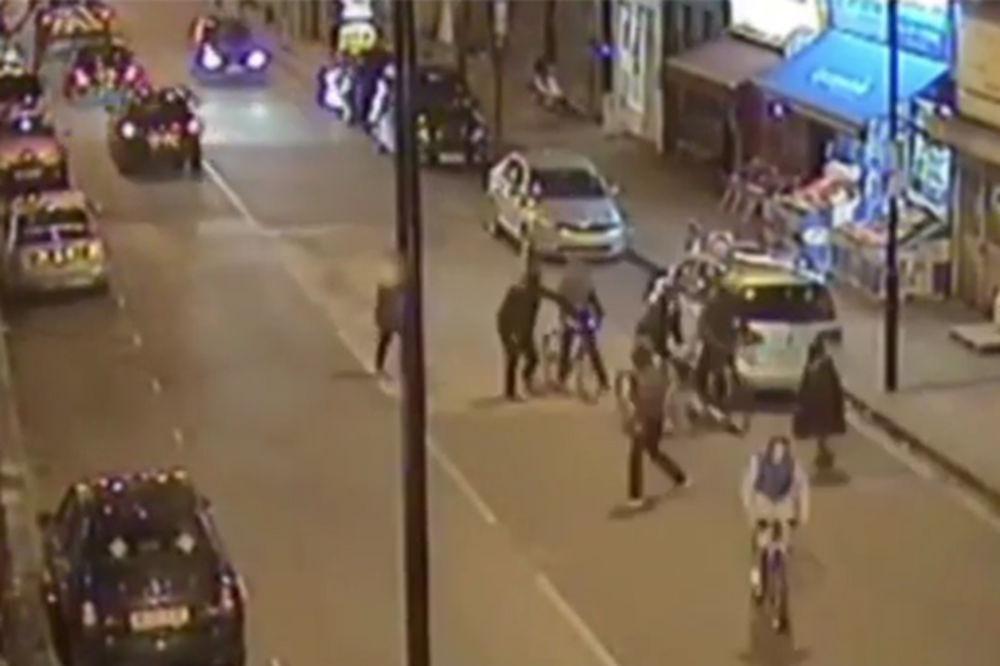 (VIDEO) SUROVE LONDONSKE ULICE: Jednim udarcem noža ubili dečaka da bi mu oteli bicikl!