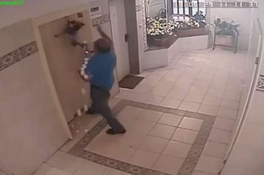 (VIDEO) UZNEMIRUJUĆI SNIMAK: Sigurnosna kamera snimila kako je čovek spasio život psu koji se davio