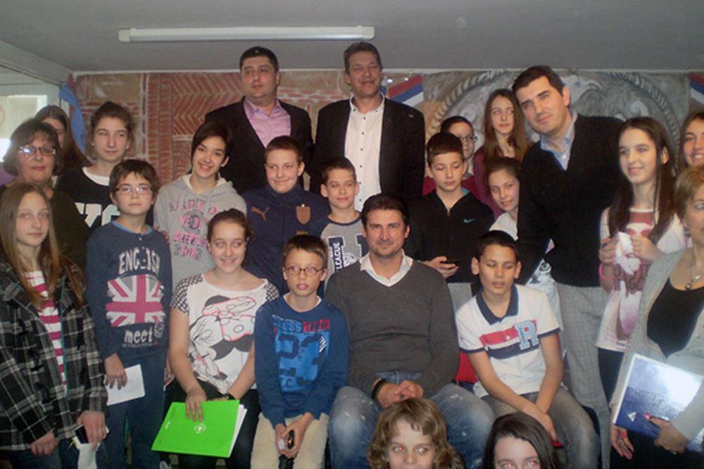 IGRAM FER I VAN TERENA: Vladimir Grbić sa decom razgovarao na temu fer-pleja u sportu i životu