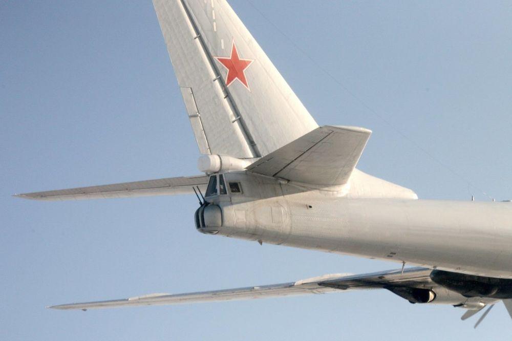 (VIDEO) BLISKI SUSRET NAD IRSKOM: Ruski bombarderi presekli put putničkim avionima