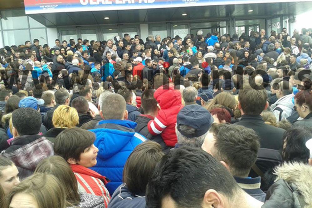 (VIDEO) Pogledajte ovacije Đokoviću i srpskim teniserima sa prepunih tribina u Kraljevu
