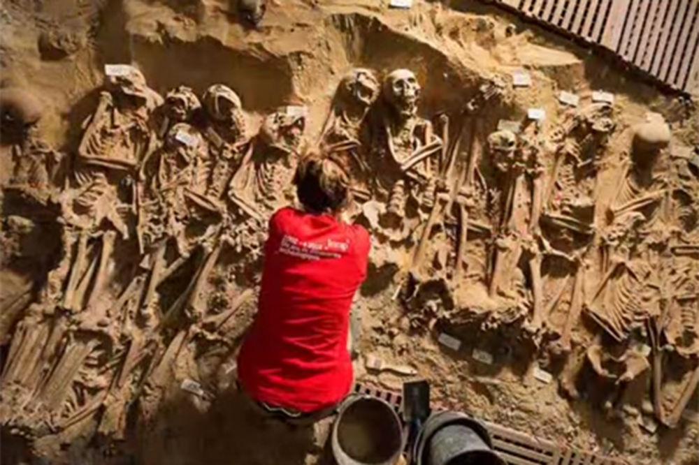 (VIDEO I FOTO) GAZILI PO LEŠEVIMA: 200 kostura čamilo ispod supermarketa u Parizu