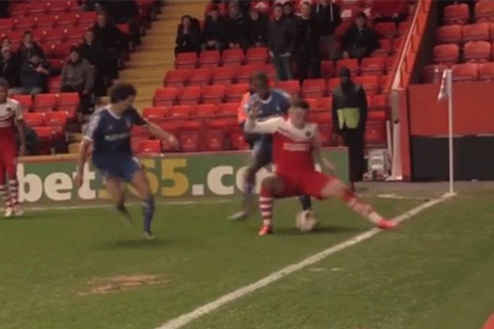 (VIDEO) MULJANJE I VALJANJE: Pogledajte kako su majstori iz Čarltona dva i po minuta čuvali