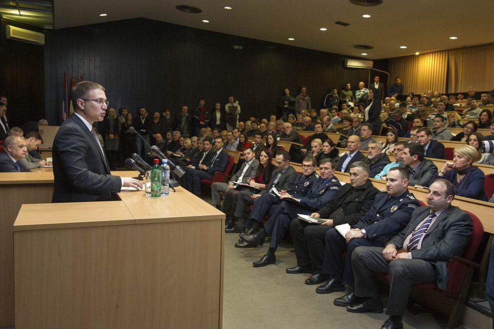 Stefanović u Novom Beogradu: Policija će se nemilosrdno obračunati sa narkodilerima!