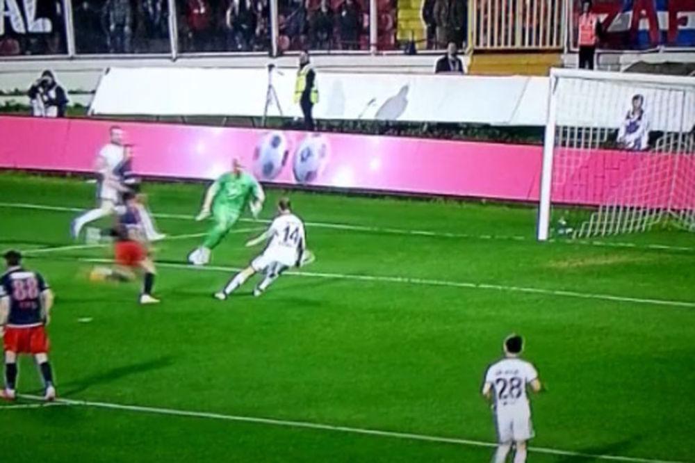 (VIDEO) OVO JE NOVI MISTER PROMAŠAJ: Pogledajte kako se obrukao fudbaler Fenerbahčea