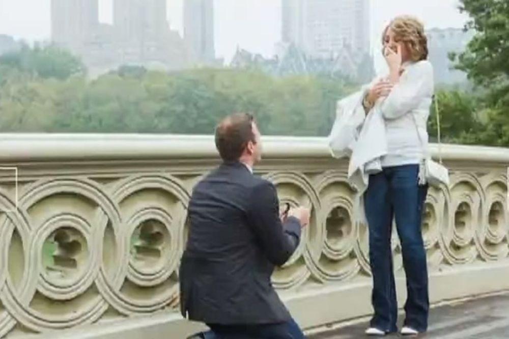 FOTOGRAF ZA PROSIDBE: Vlad tajno snima ljude u intimnijim momentima!