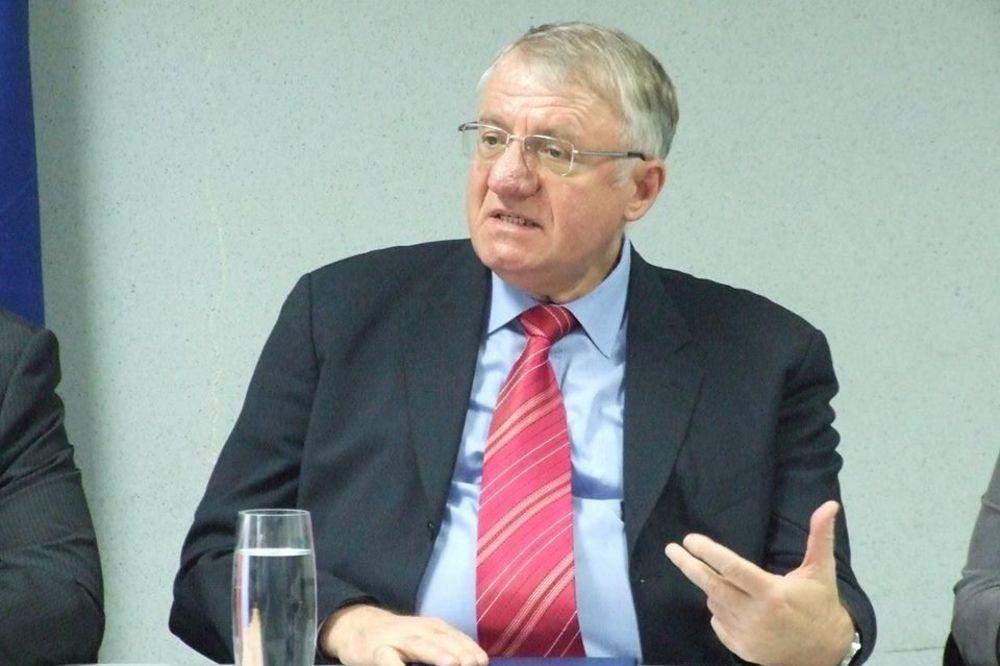 Šešelj: Sa Nikolićem i DSS dogovoreno kamenovanje ambasada SAD i Nemačke!