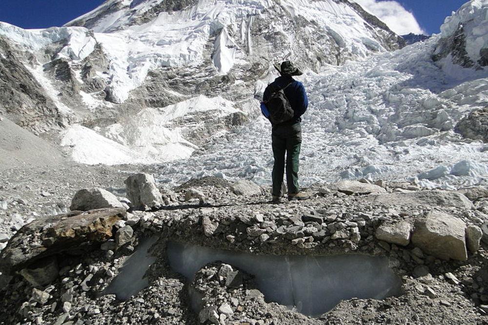 Na Mont Everstu svake planinarske sezone ostane 12 tona izmeta (Foto: Wikipedia)