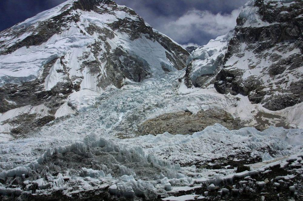 Mnogi alpinisti više ne prokuvavaju sneg za vodu jer je previše upišan (Foto: AP)