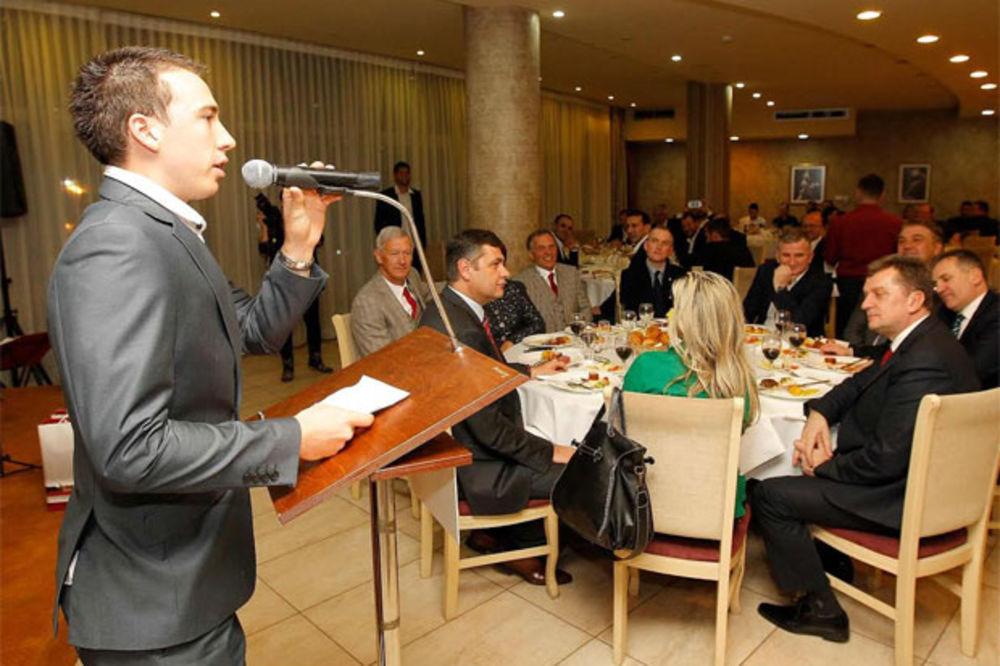 (VIDEO) KRSTIN NASMEJAO DO SUZA ĐOKOVIĆA: Ja sam iz Mokrina, a jedem...